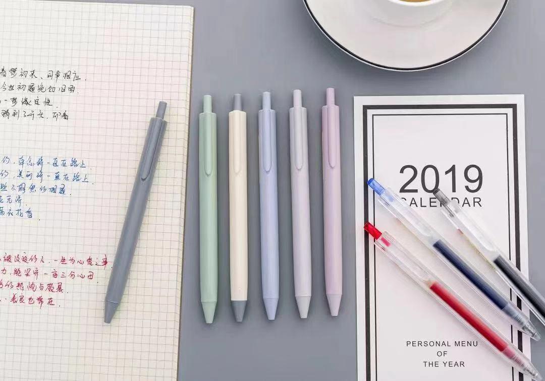 ปากกาเจล NARITA รุ่น 110S ดีไซน์ด้ามทรงสามเหลี่ยม ด้ามสีสไตล์พาสเทล